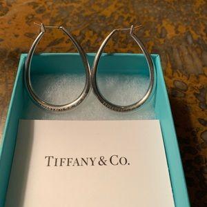 Tiffany Co. Elsa Peretti oval hoops